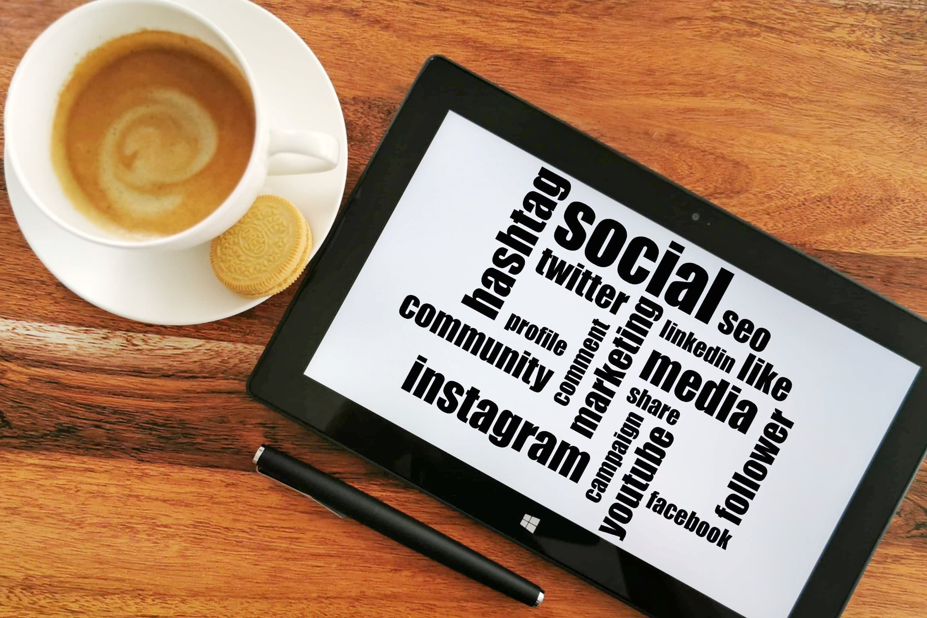 //aom.at/wp-content/uploads/2020/03/Social-Media-Manager.jpg