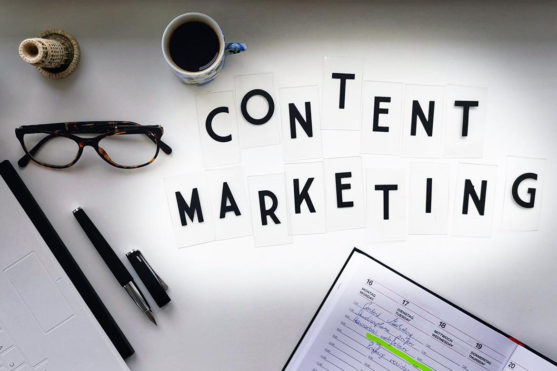 Hier wird der Begriff Content Marketing mit einzelnen Buchstaben zusammengestellt